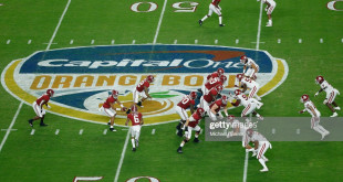 MIAMI, FL - DECEMBER 29:  Tua Tagovailoa #13 of the Alabama Crimson Tide snaps the ball against the Oklahoma Sooners during the College Football Playoff Semifinal at the Capital One Orange Bowl at Hard Rock Stadium on December 29, 2018 in Miami, Florida.  (Photo by Michael Reaves/Getty Images)