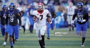 LEXINGTON, KY - NOVEMBER 03: D'Andre Swift #7 of the Georgia Bulldogs rushes for an 83-yard touchdown in the third quarter of the game against the Kentucky Wildcats at Kroger Field on November 3, 2018 in Lexington, Kentucky. Georgia won 34-17. (Photo by Joe Robbins/Getty Images)